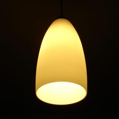 Pift stuen op med en house doctor lampe, lækkert tæppe og stige