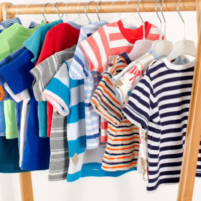 Indret garderoben i børneværelset med charmerende Huttelihut tøj